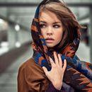 Палантины, шарфы и перчатки-сенсор.