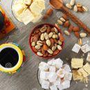 Кофе, орехи и сладости