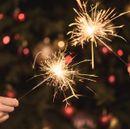 Сделай праздник ярким. Хлопушки и бенгальские свечи