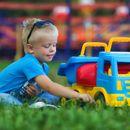 Детская машинка - любимая игрушка