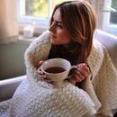 Как приятно вечером завернуться в теплый, мягкий плед с чашкой чая!